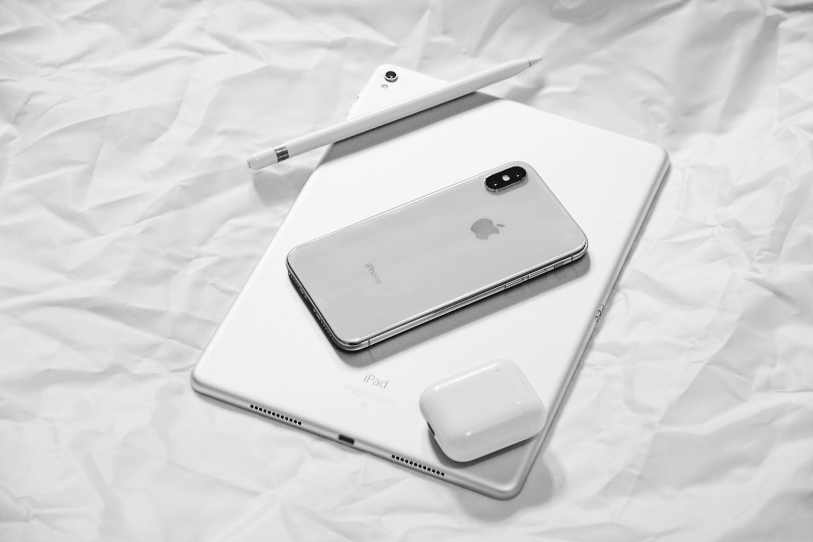 Eleven x 517447 unsplash ipadpro applepencil iphonex airpods