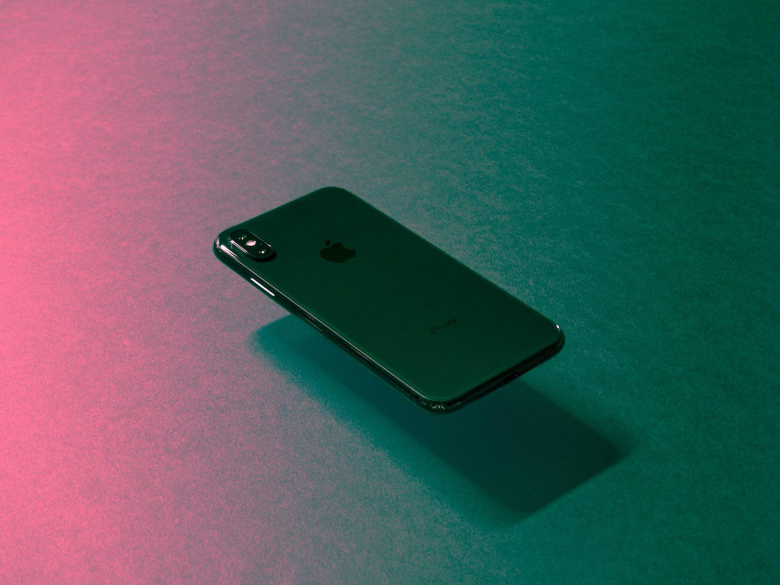 Tyler lastovich 454485 unsplash iphonex