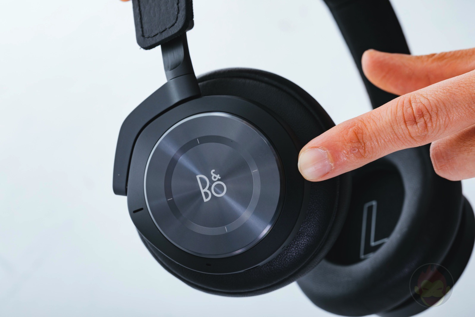Beoplay H9i Headphone Review 03