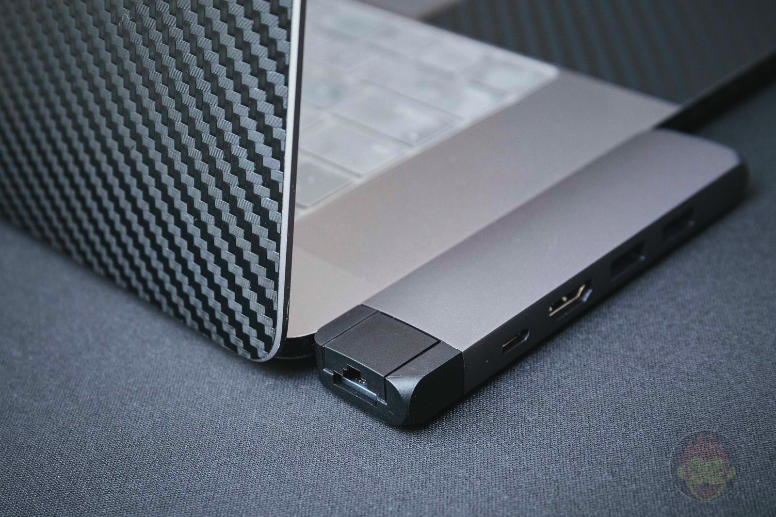 Satechi-Aluminum-Type-c-Pro-Hub-03.jpg