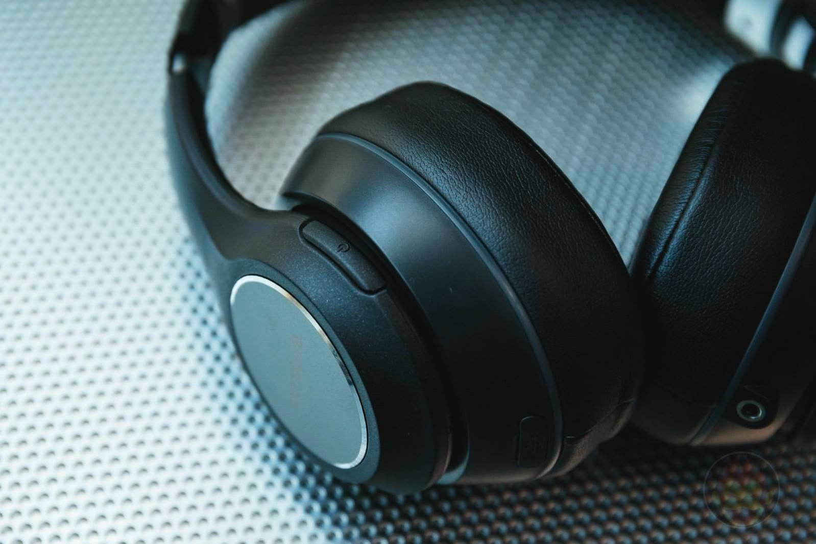 Soundcore-Vortex-Wireless-Headphones-13.jpg