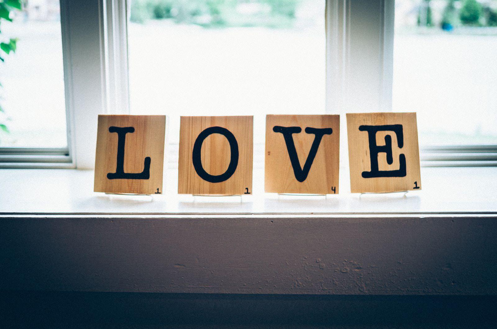 andrew-seaman-597882-unsplash-love-letters