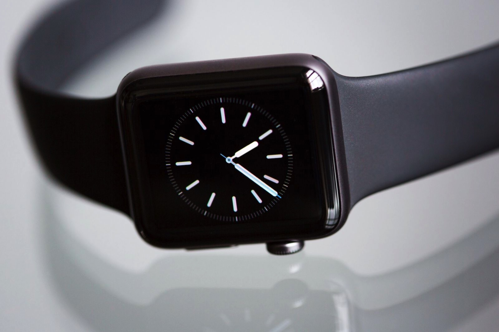 apple-apple-watch-2-black-437037.jpg