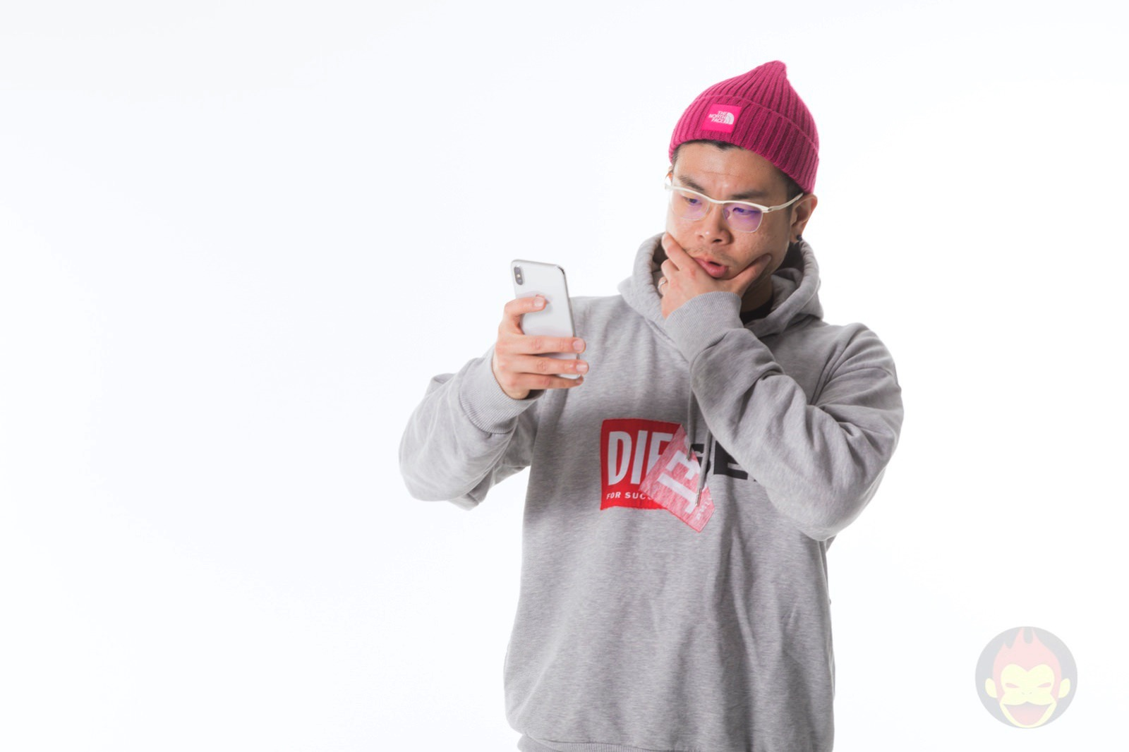 Iphonex gorime hoodie and yellow shirt 01