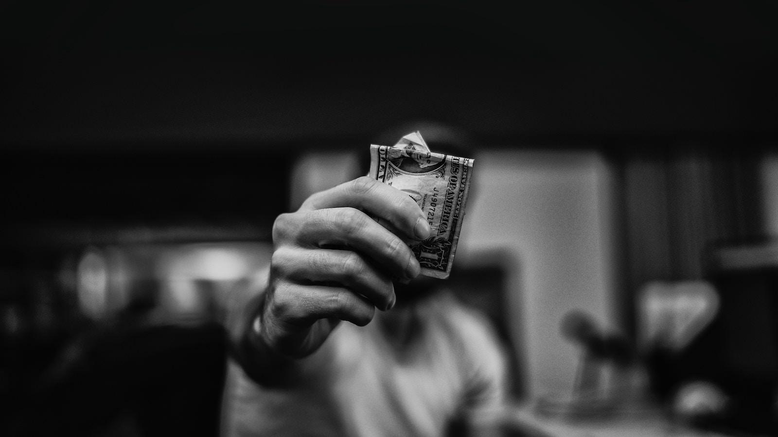 Lucas favre 489526 unsplash paying money