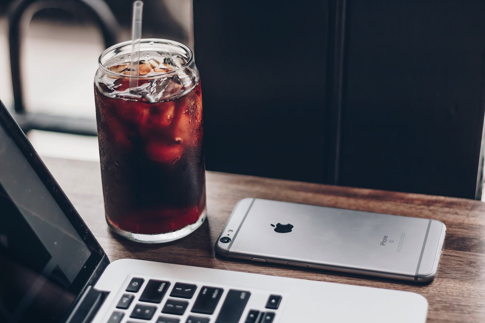 Ben kolde 365817 unsplash iphone 6s with ice coffee