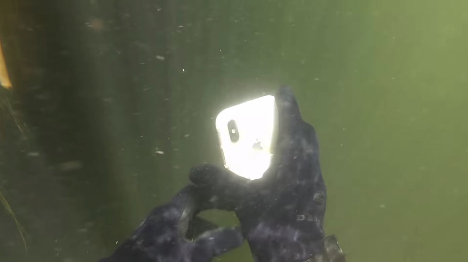 Iphone x found in river after 2 weeks