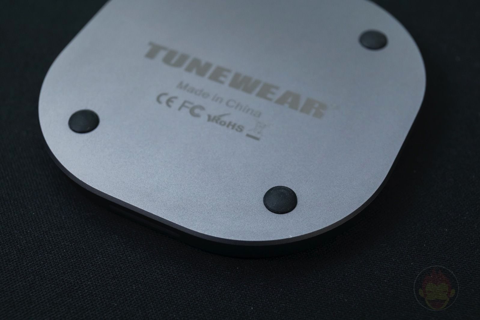 TUNEWEAR 10W Plus WIRELESS CHARGER 06