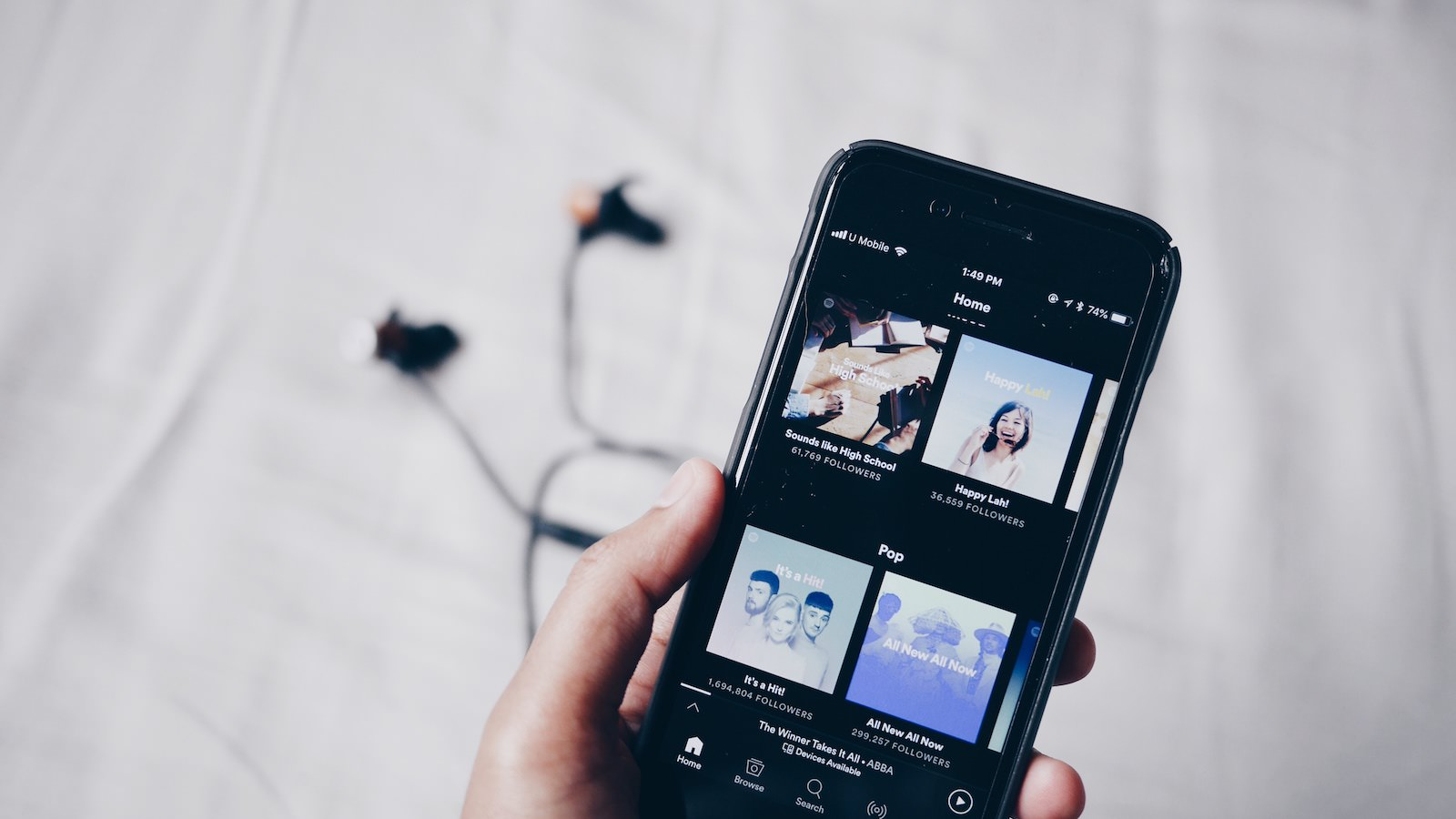 Jean 678055 unsplash spotify on iphone
