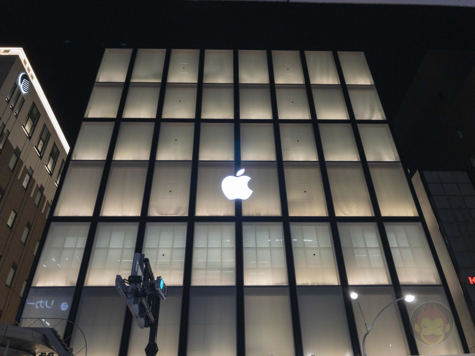 Apple Kyoto at night 02