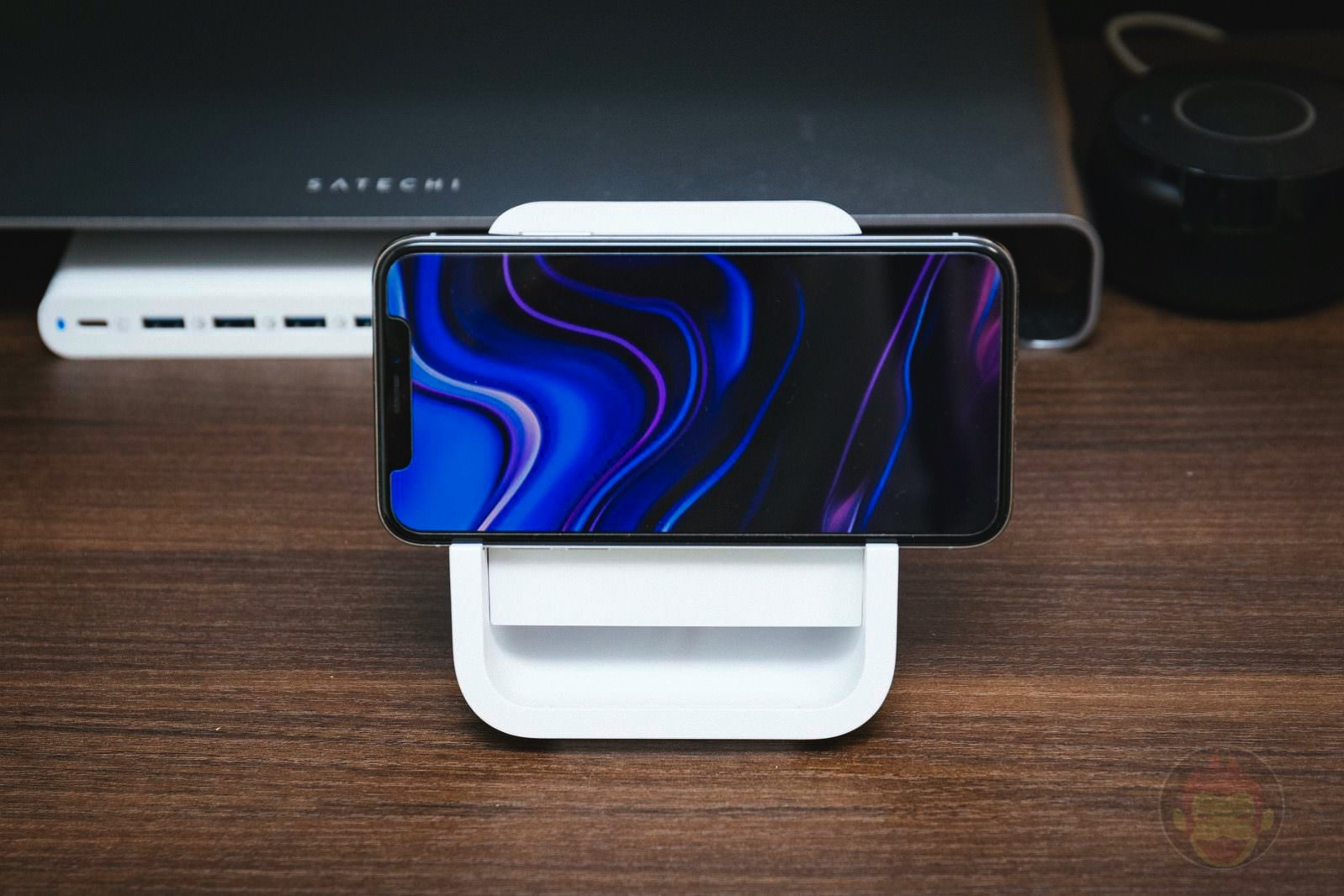 Logicool Powered Wireless Charging Stand 04