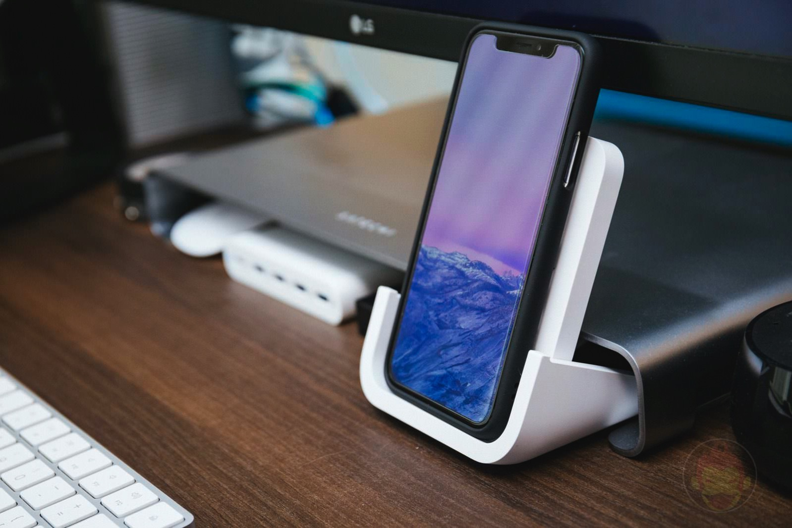 Logicool Powered Wireless Charging Stand 10