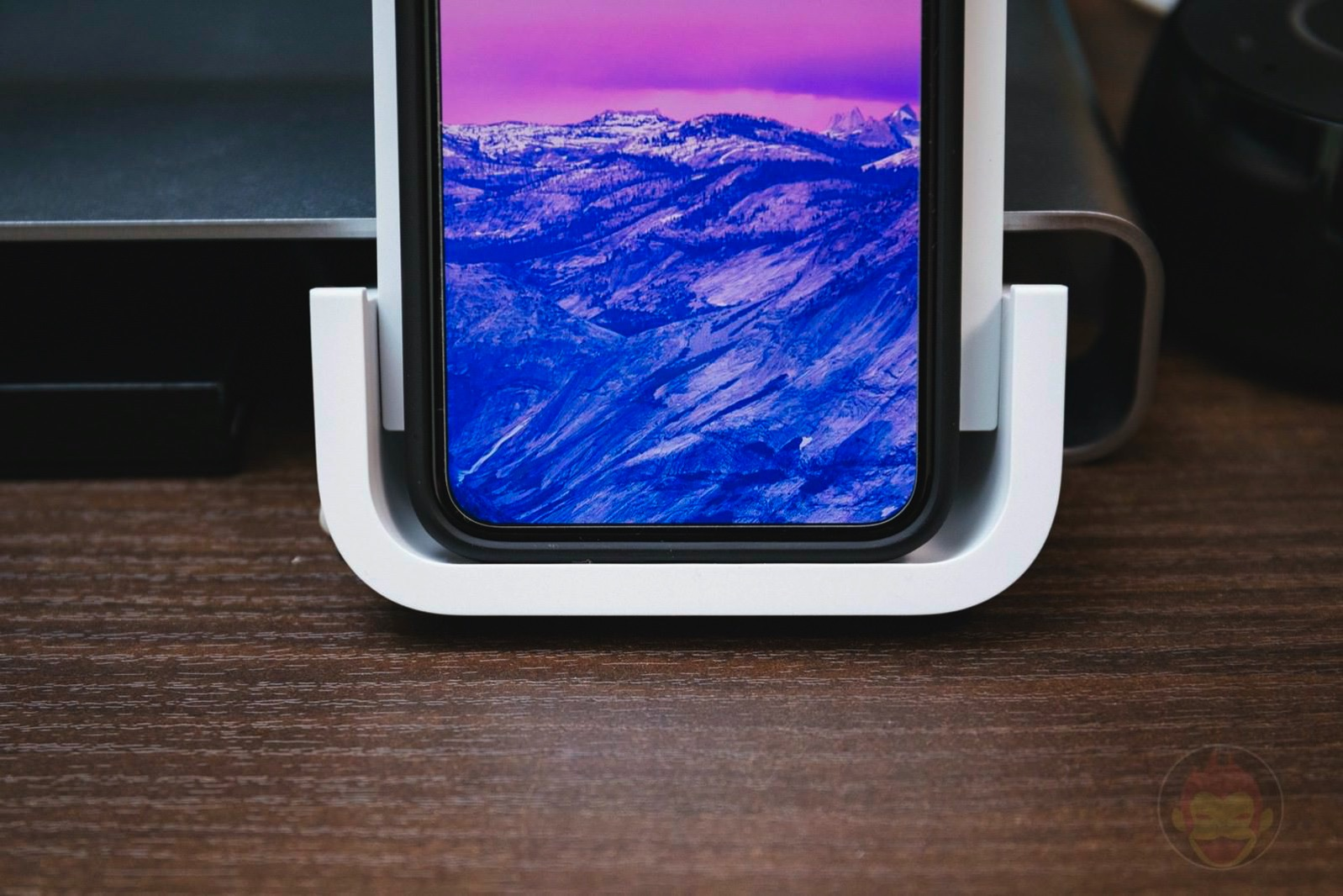 Logicool Powered Wireless Charging Stand 11