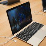 MacBook-12inch-at-apple-shinjuku.jpg