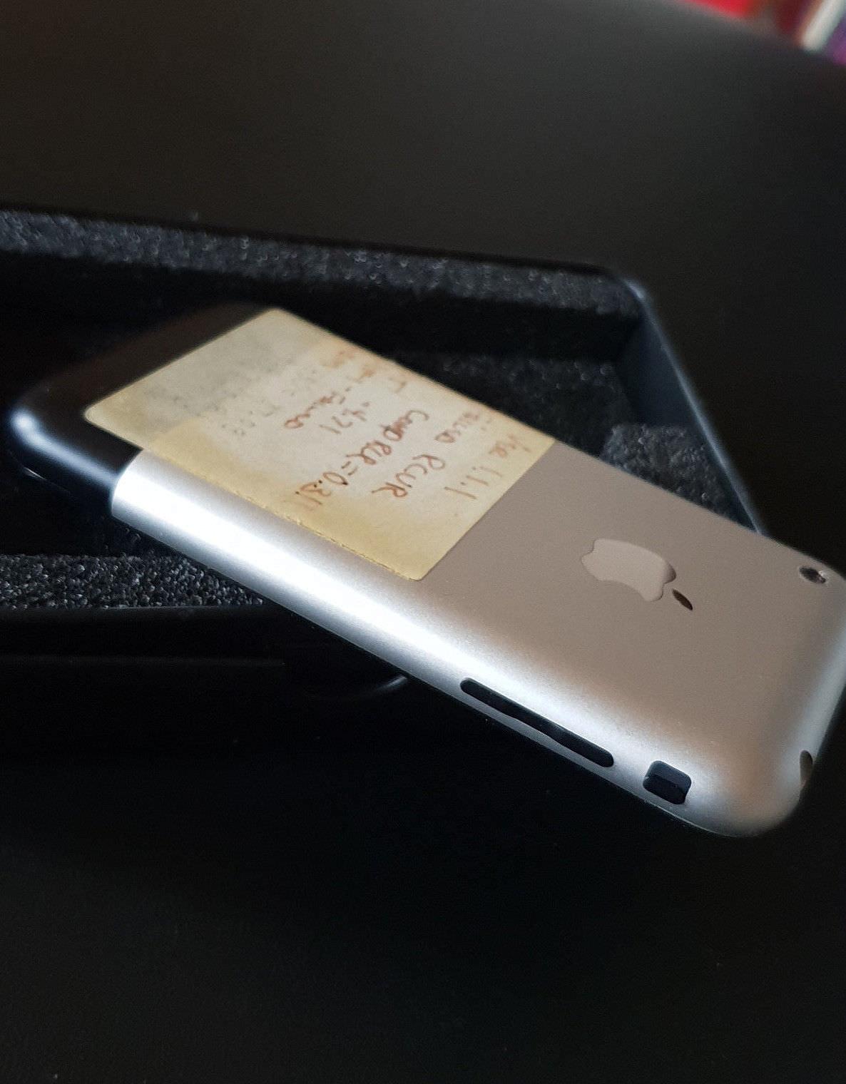 Prototype-Original-iPhone-on-ebay-2-3.jpg