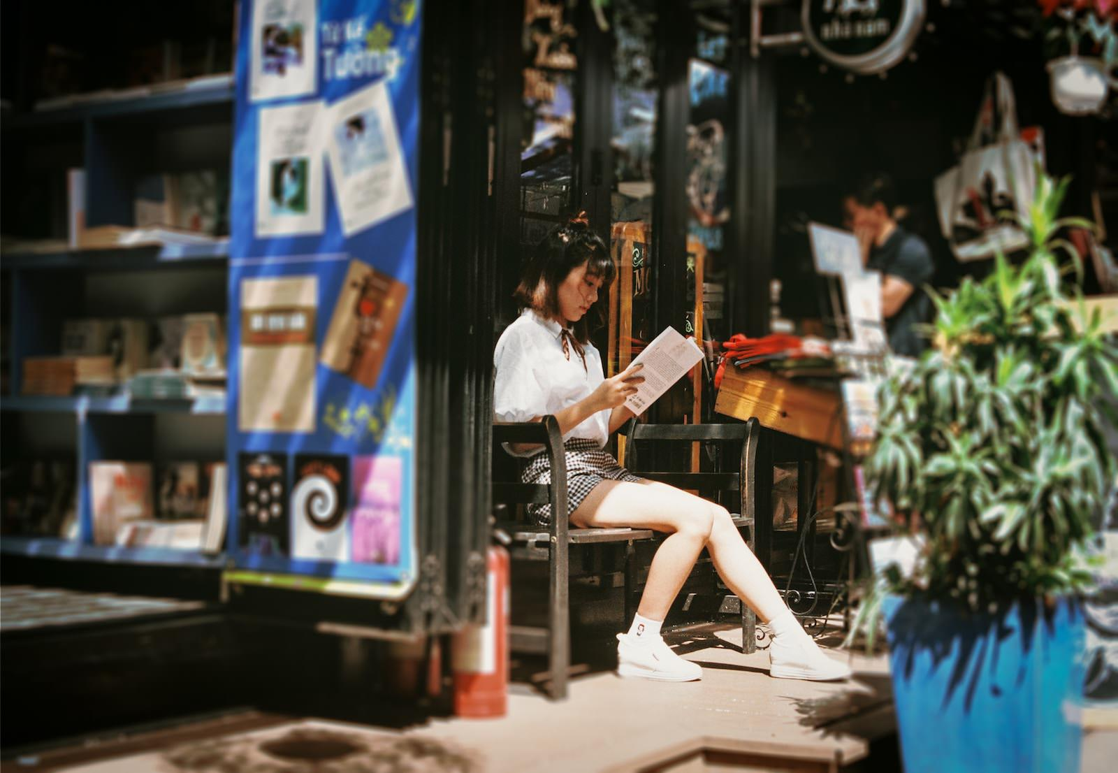 Andrew le 683199 unsplash girl reading a book