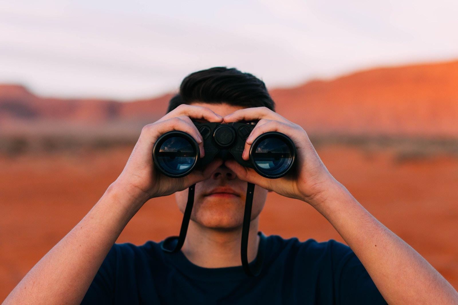evan-kirby-65496-unsplash-binoculars