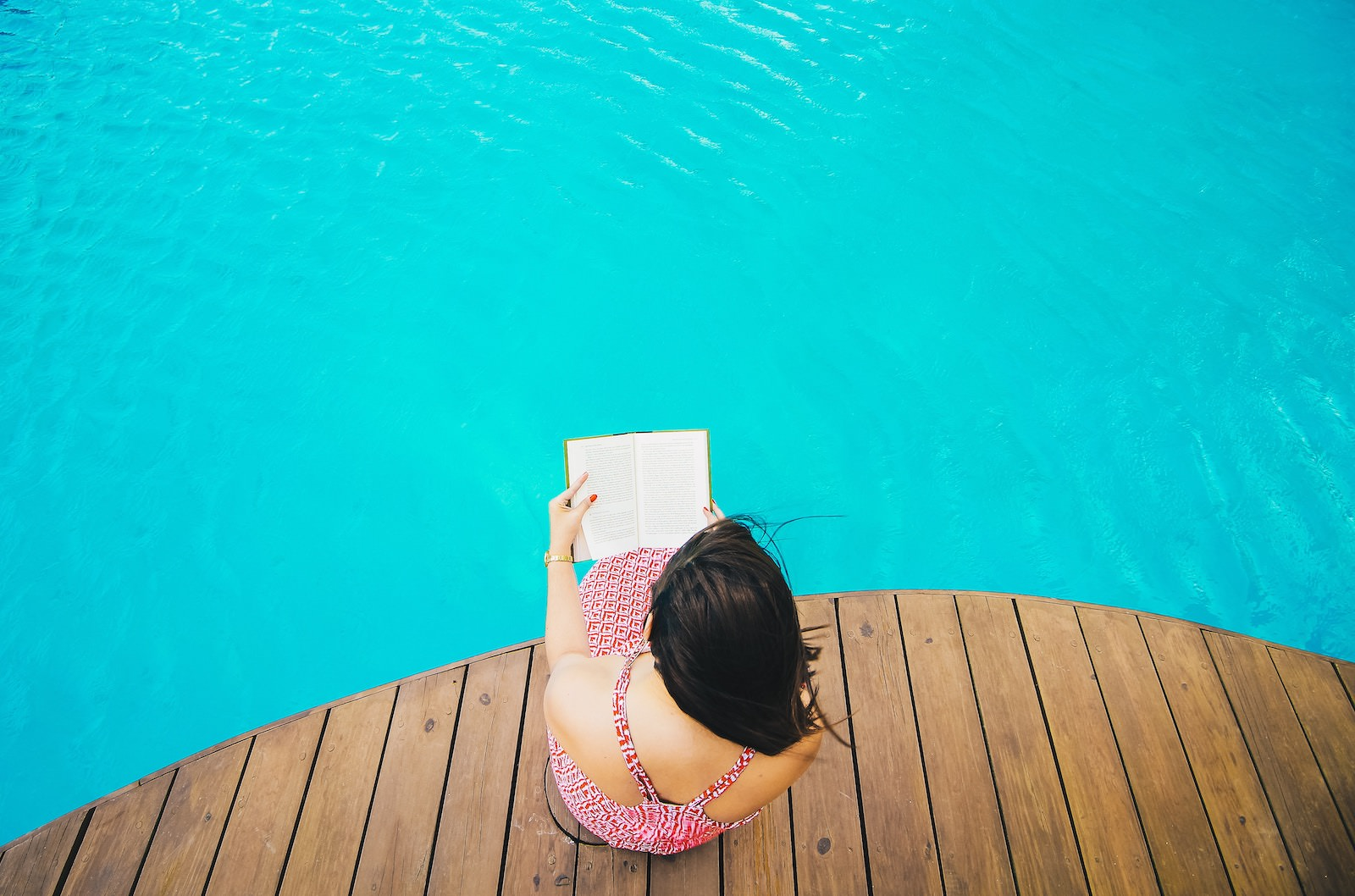 Angello lopez 260566 unsplash reading by the pool