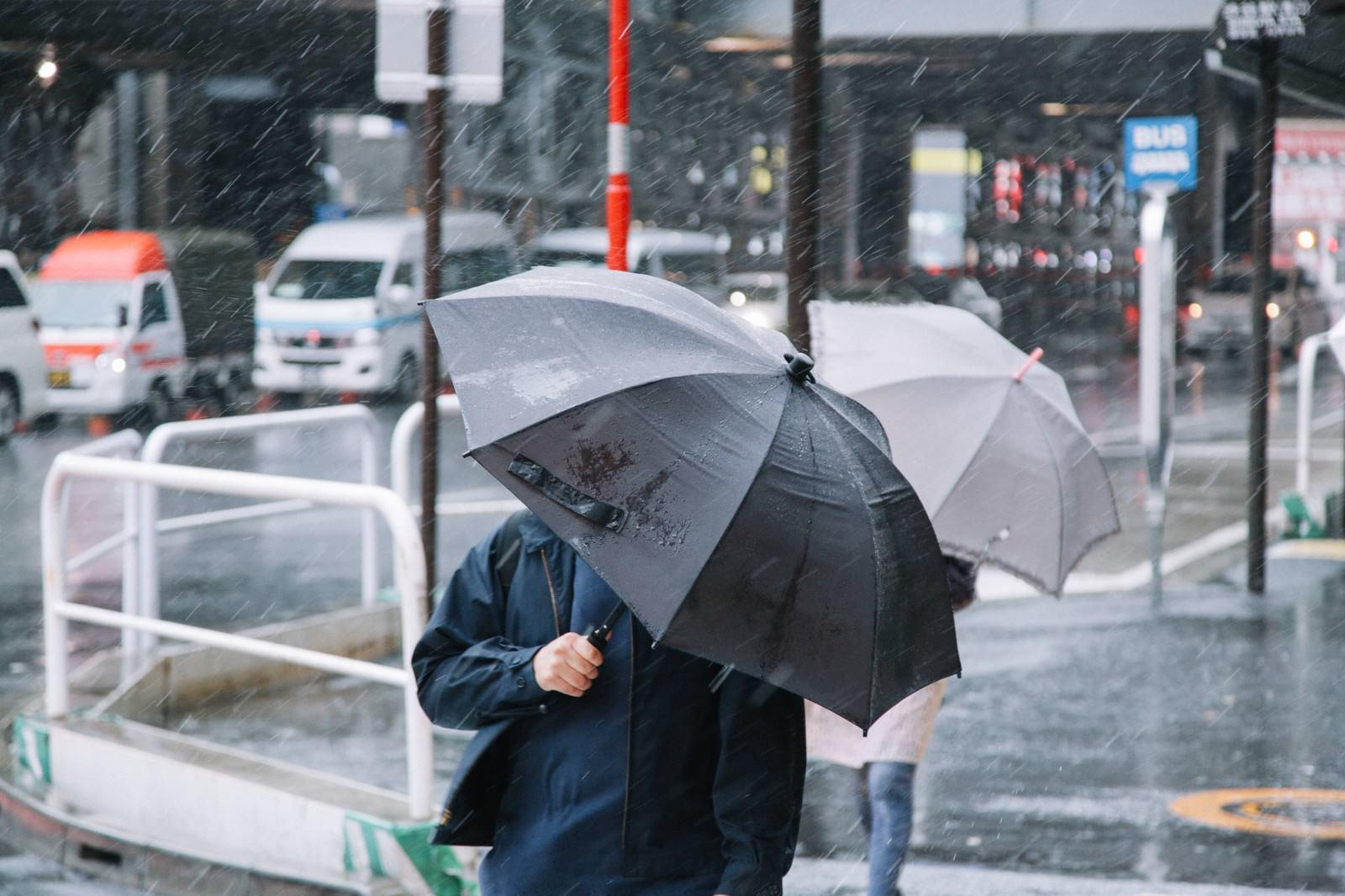 Taihu kasa0I9A5526 TP V typhoon and umbrella