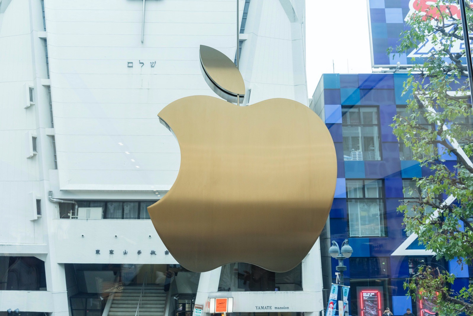 Apple Shibuya Grand Open 01