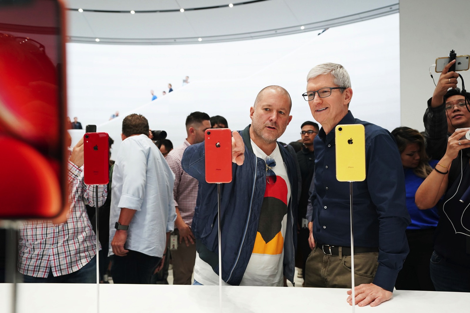 Apple keynote Tim Cook and Jony Ive iPhone XR 09122018