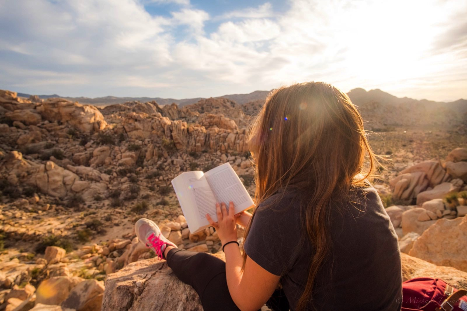 Michael liao 640974 unsplash reading at desert