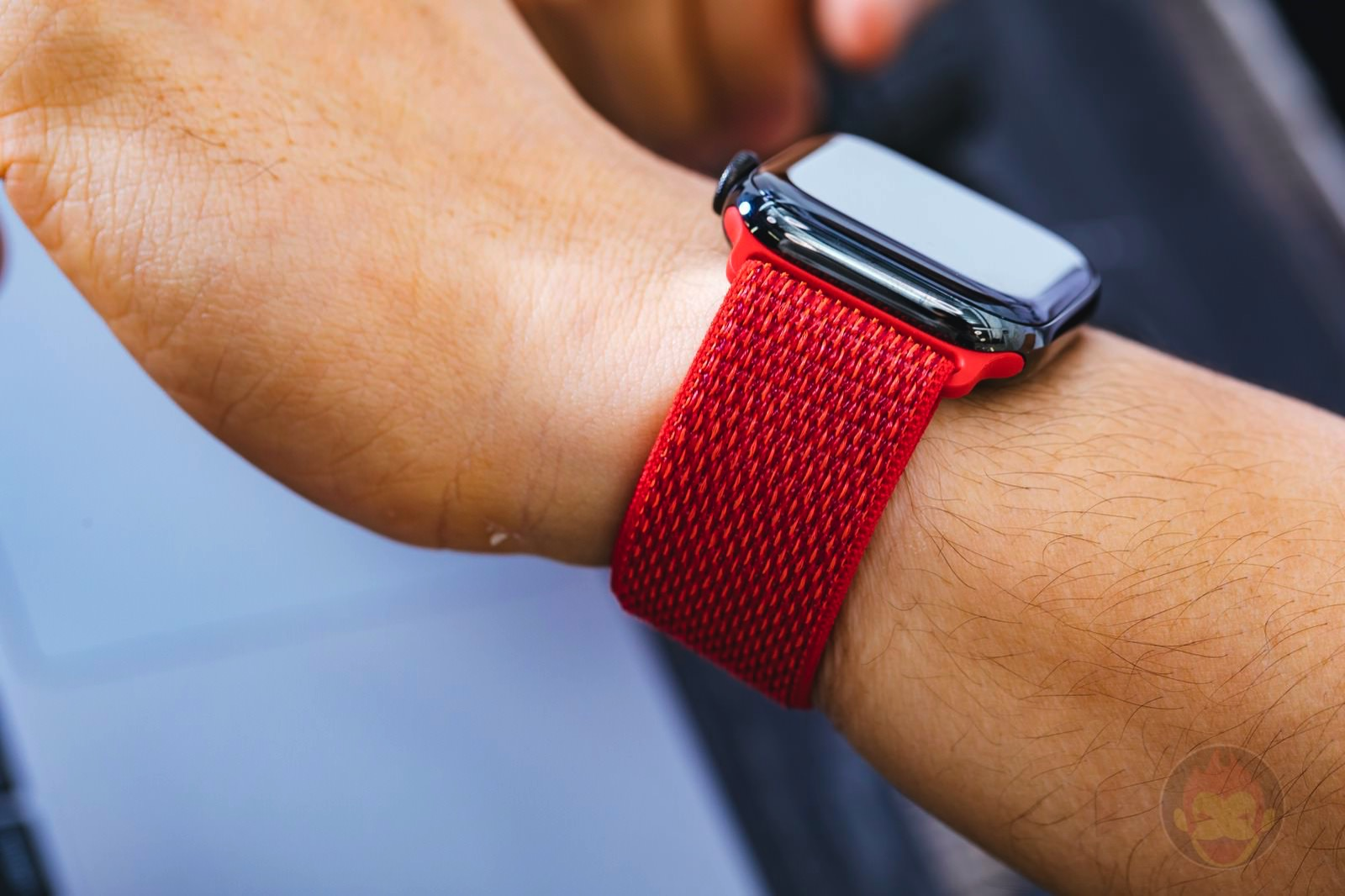 PRODUCT RED Sports Loop Apple Watch 02