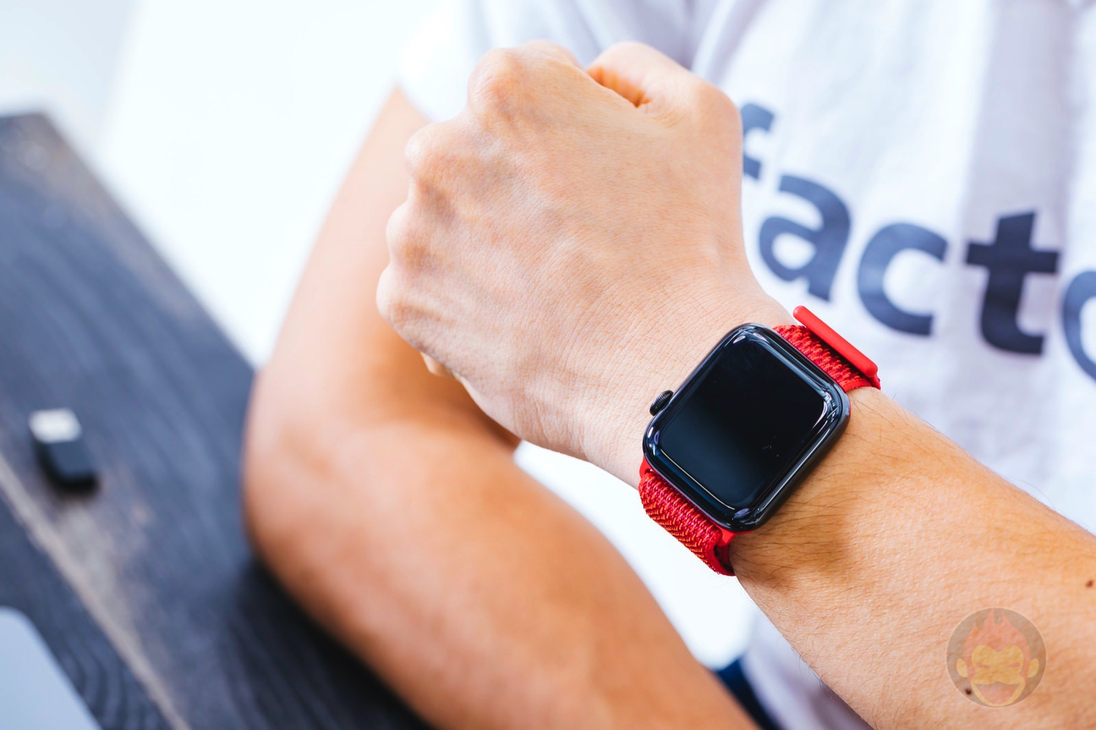 PRODUCT RED Sports Loop Apple Watch 08