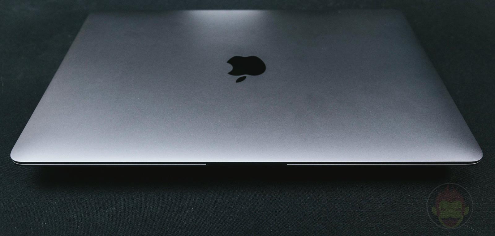 Using-MacBook-Air-day-one-01.jpg