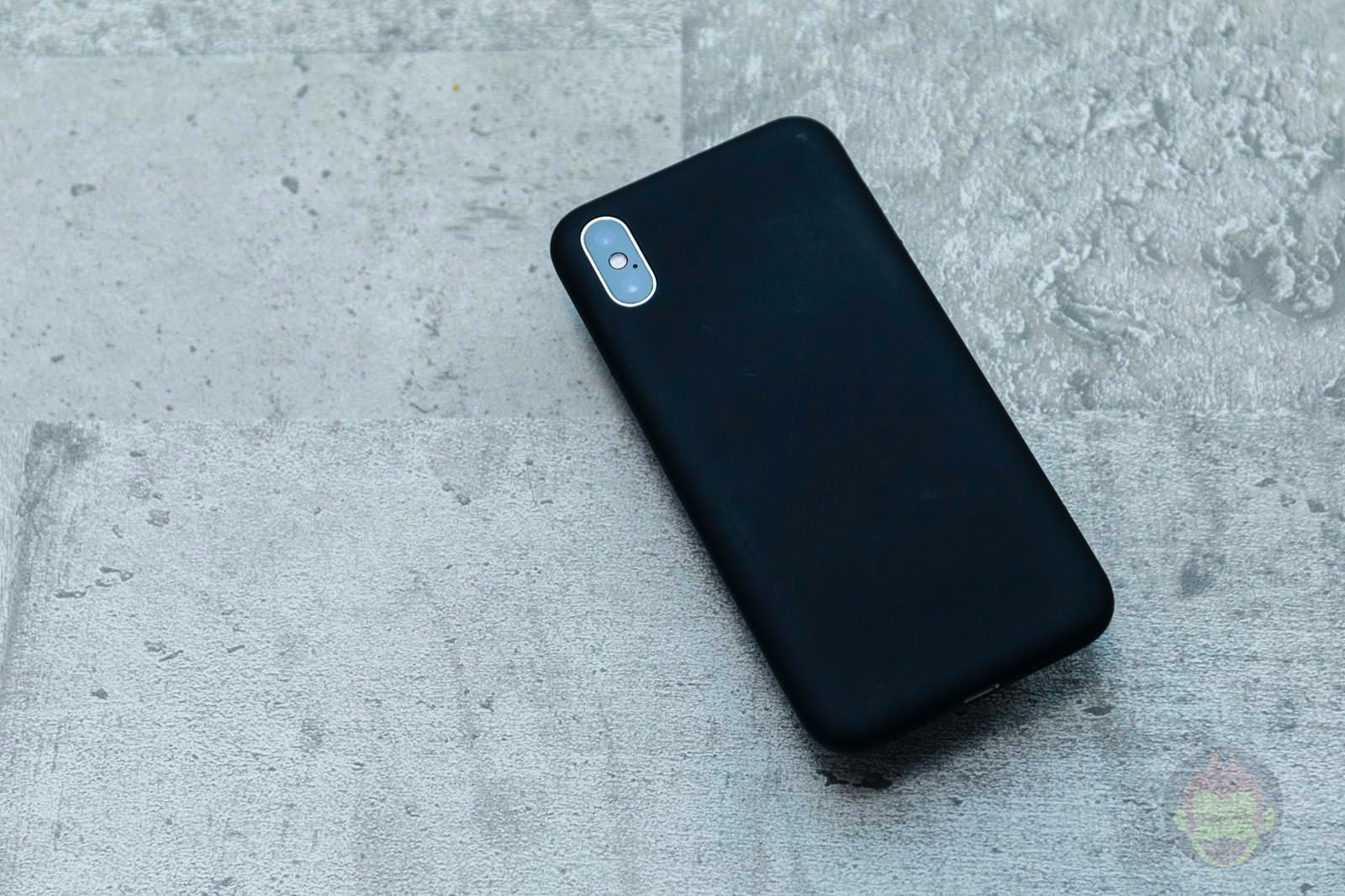 MYNUS iPhone XS Case Review 06