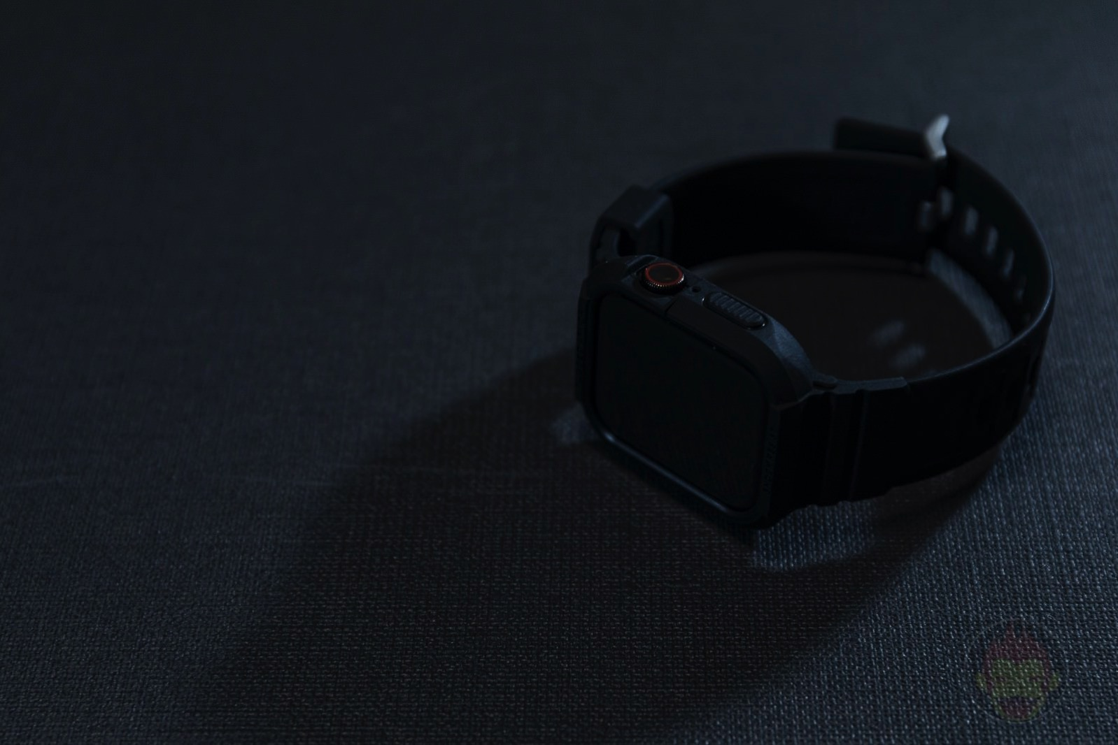 Spigen-Rugged-Armor-Pro-Apple-Watch-Band-and-case-01.jpg