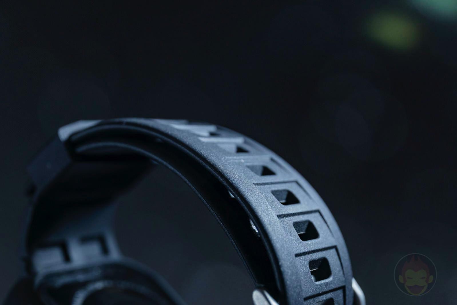 Spigen-Rugged-Armor-Pro-Apple-Watch-Band-and-case-08.jpg