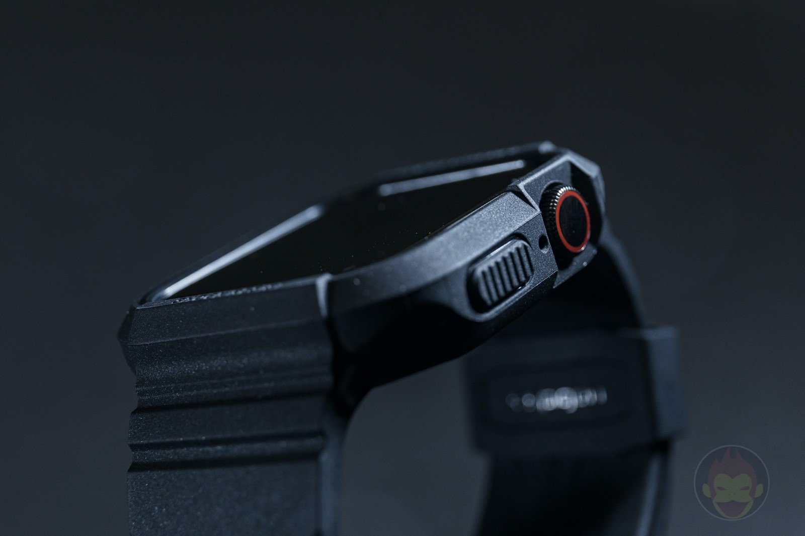 Spigen-Rugged-Armor-Pro-Apple-Watch-Band-and-case-11.jpg