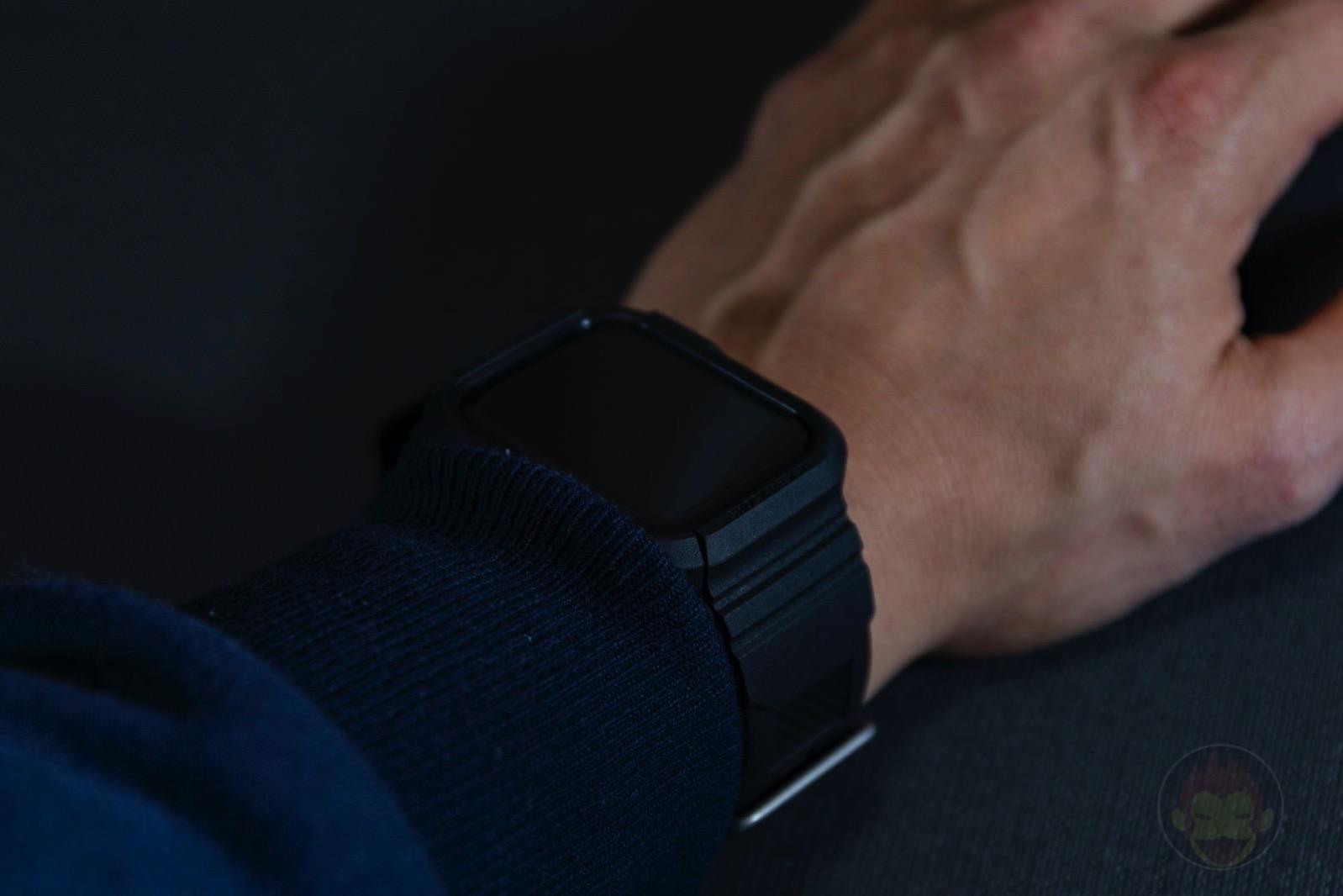 Spigen-Rugged-Armor-Pro-Apple-Watch-Band-and-case-13.jpg