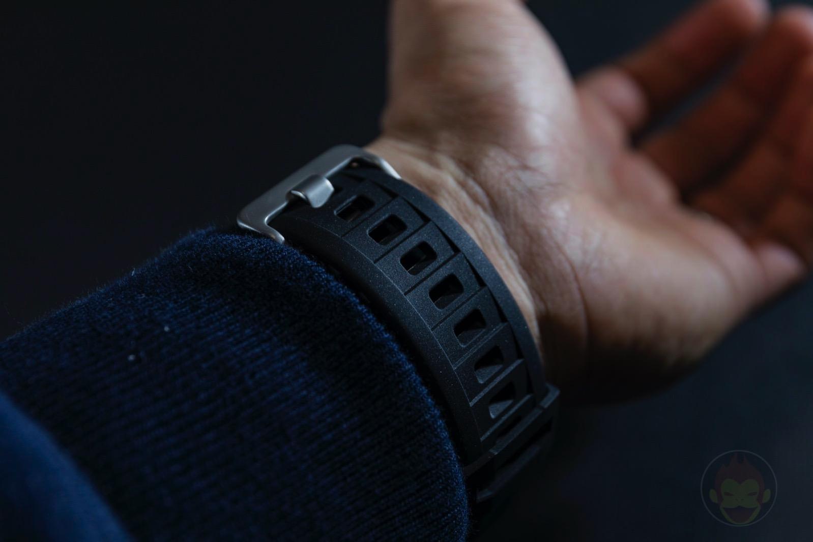 Spigen-Rugged-Armor-Pro-Apple-Watch-Band-and-case-15.jpg