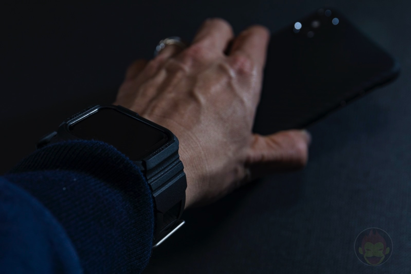 Spigen-Rugged-Armor-Pro-Apple-Watch-Band-and-case-16.jpg