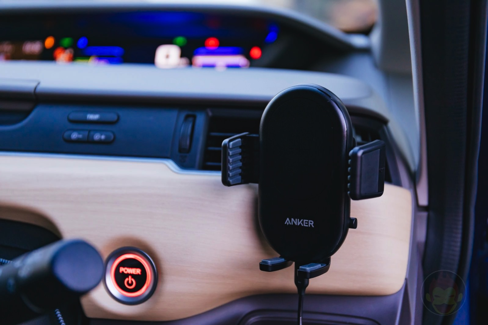 Anker-PowerWave-7_5-Car-Mount-04.jpg