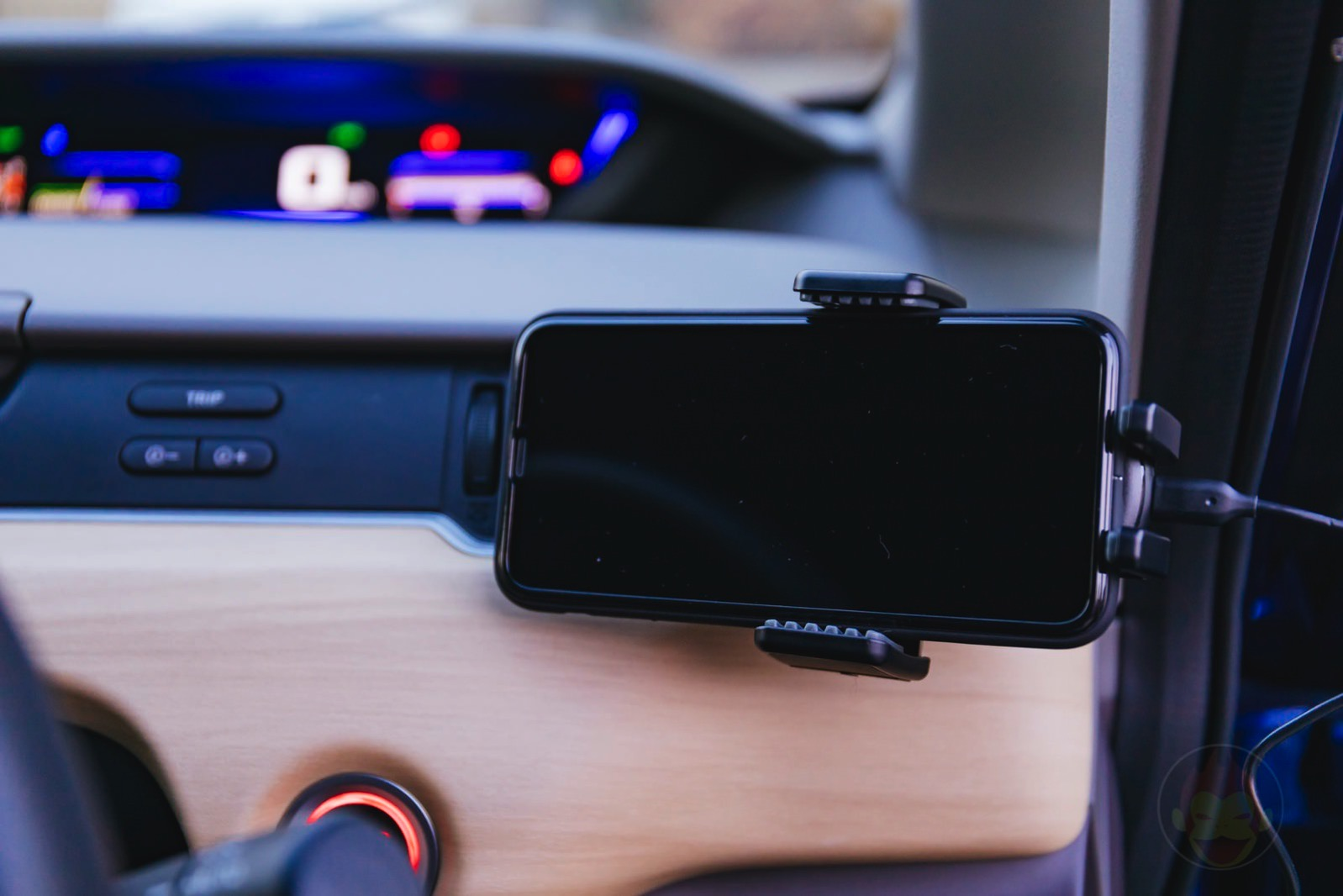 Anker-PowerWave-7_5-Car-Mount-06.jpg