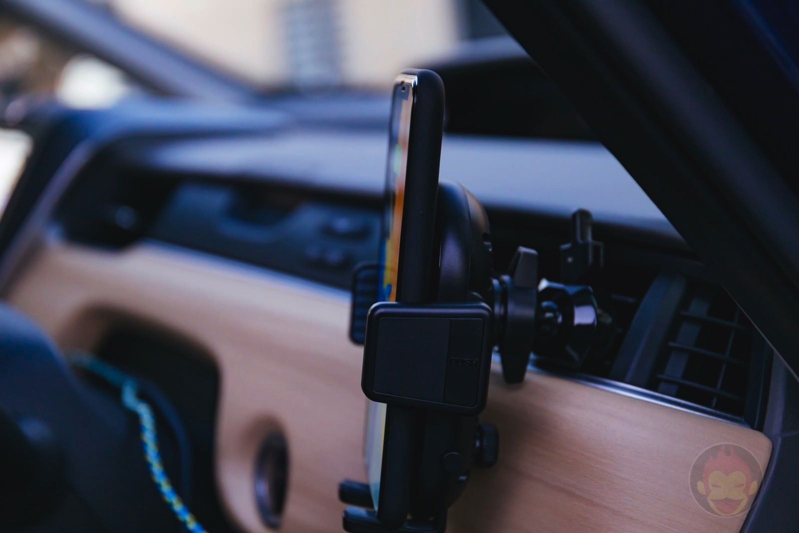 Anker-PowerWave-7_5-Car-Mount-08.jpg
