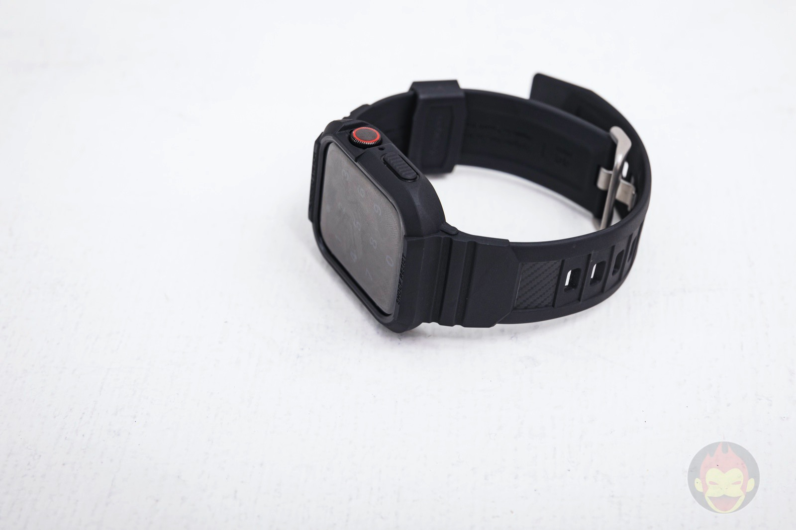 Spigen-Rugged-Armor-Pro-Apple-Watch-Band-and-case-05.jpg