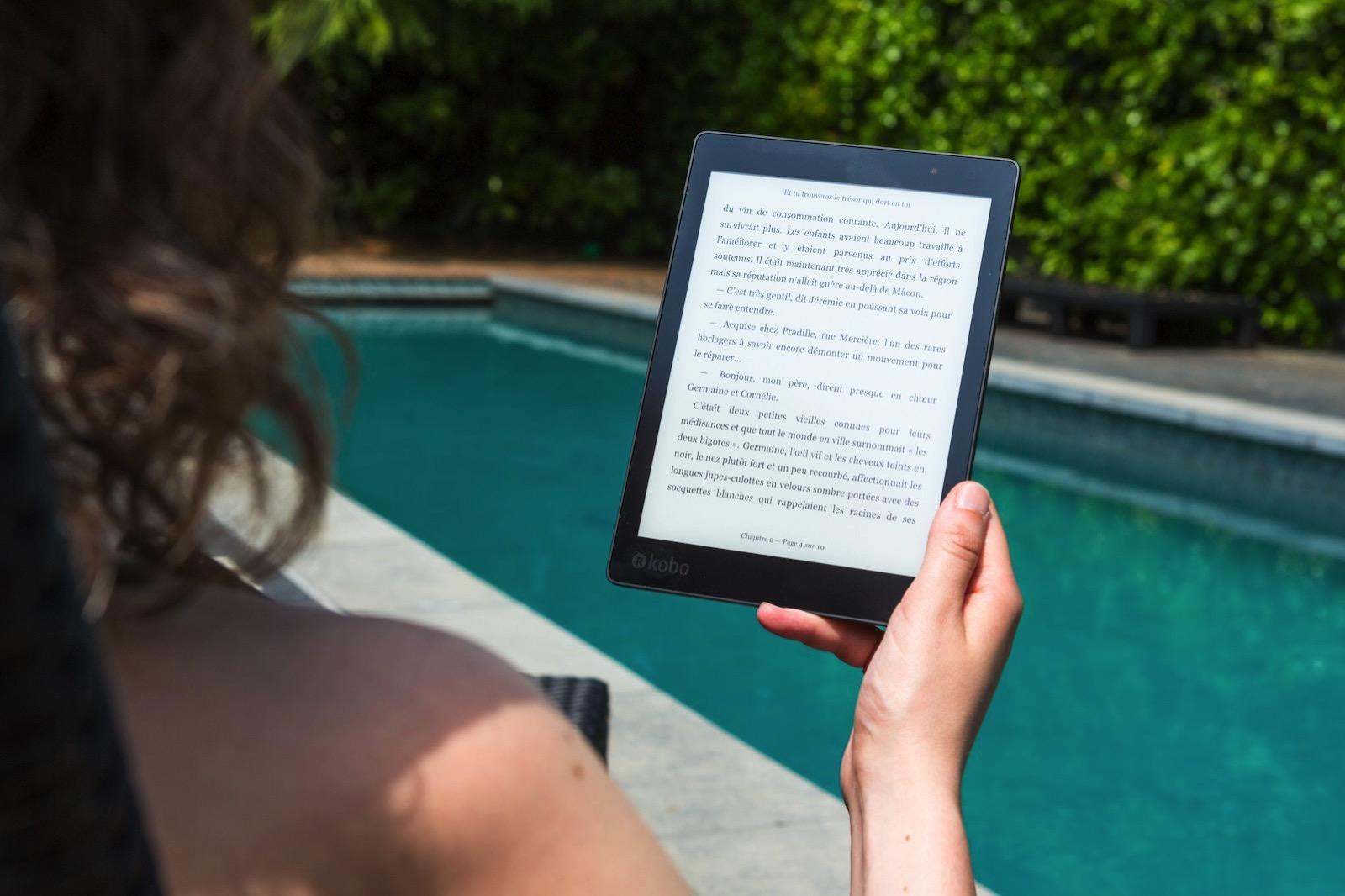 perfecto-capucine-746359-unsplash-reading-book-on-kindle.jpg