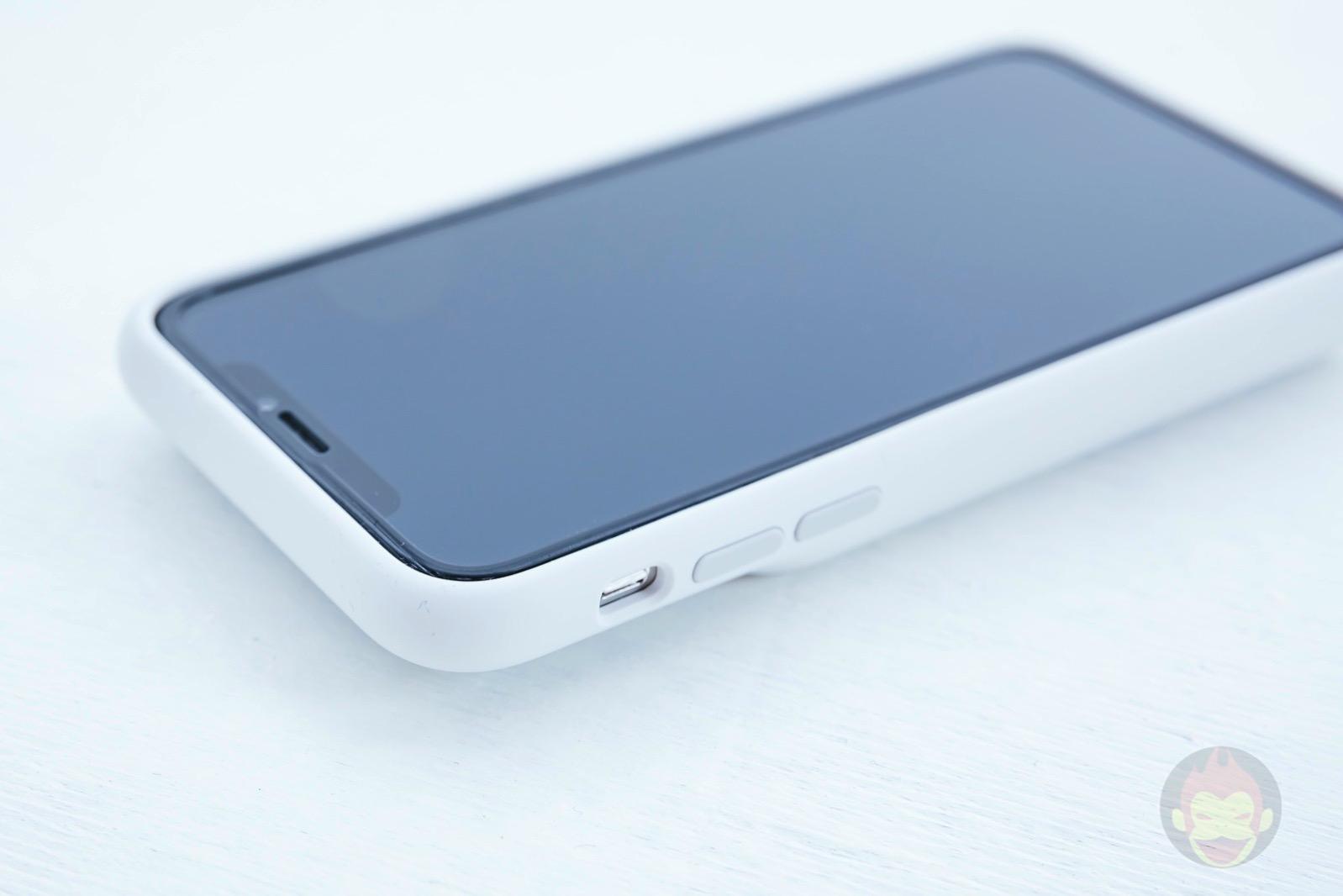 Smart-Battery-Case-for-iPhoneXS-Review-08.jpg