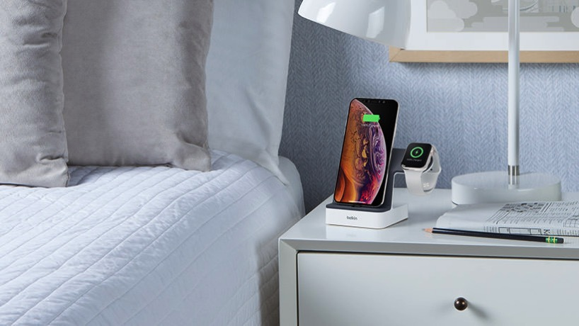 Belkin-PowerHouse-Dock-for-iPhone-and-AppleWatch-2.jpg