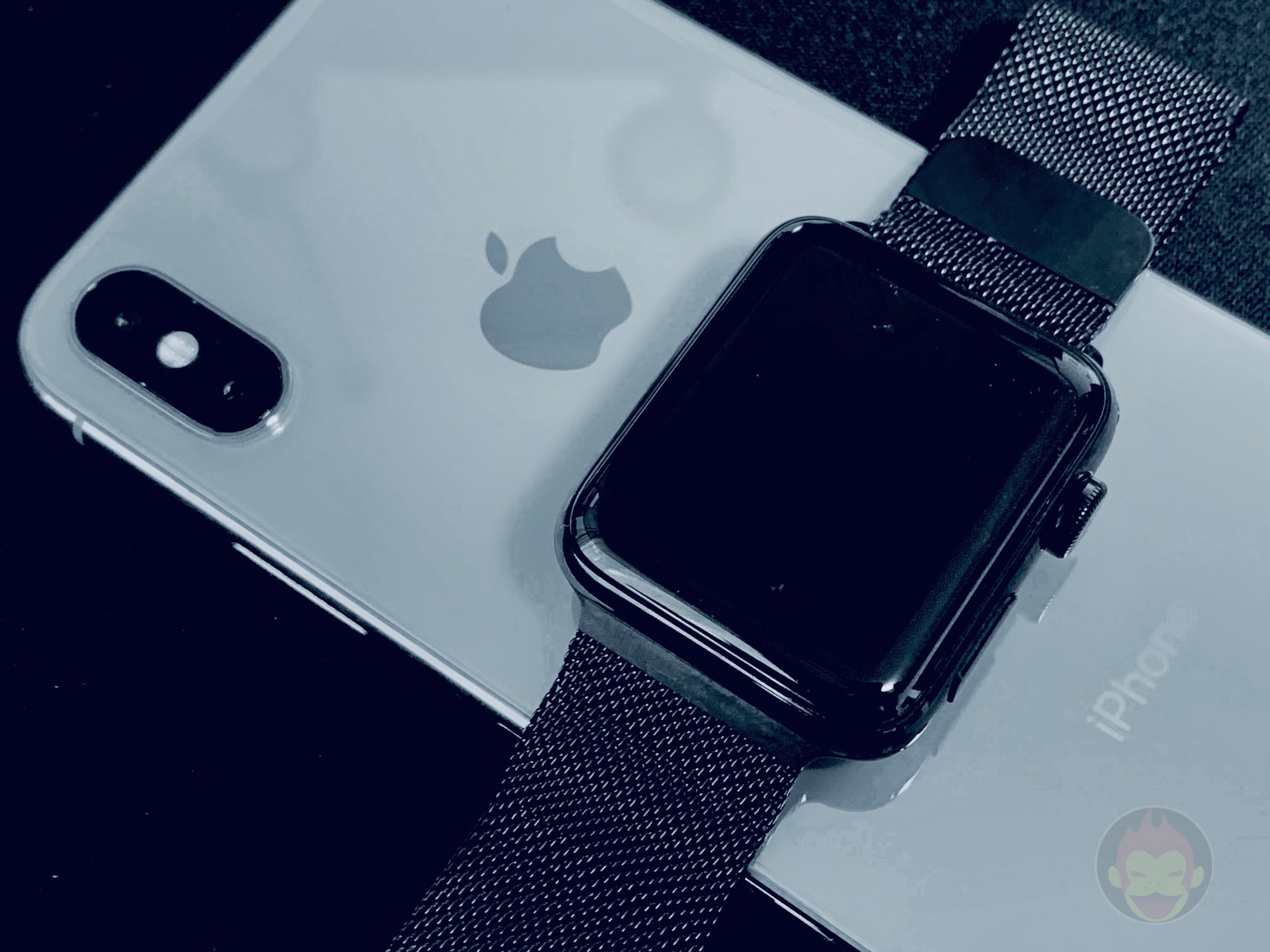 Charging AppleWatch with iPhone 01