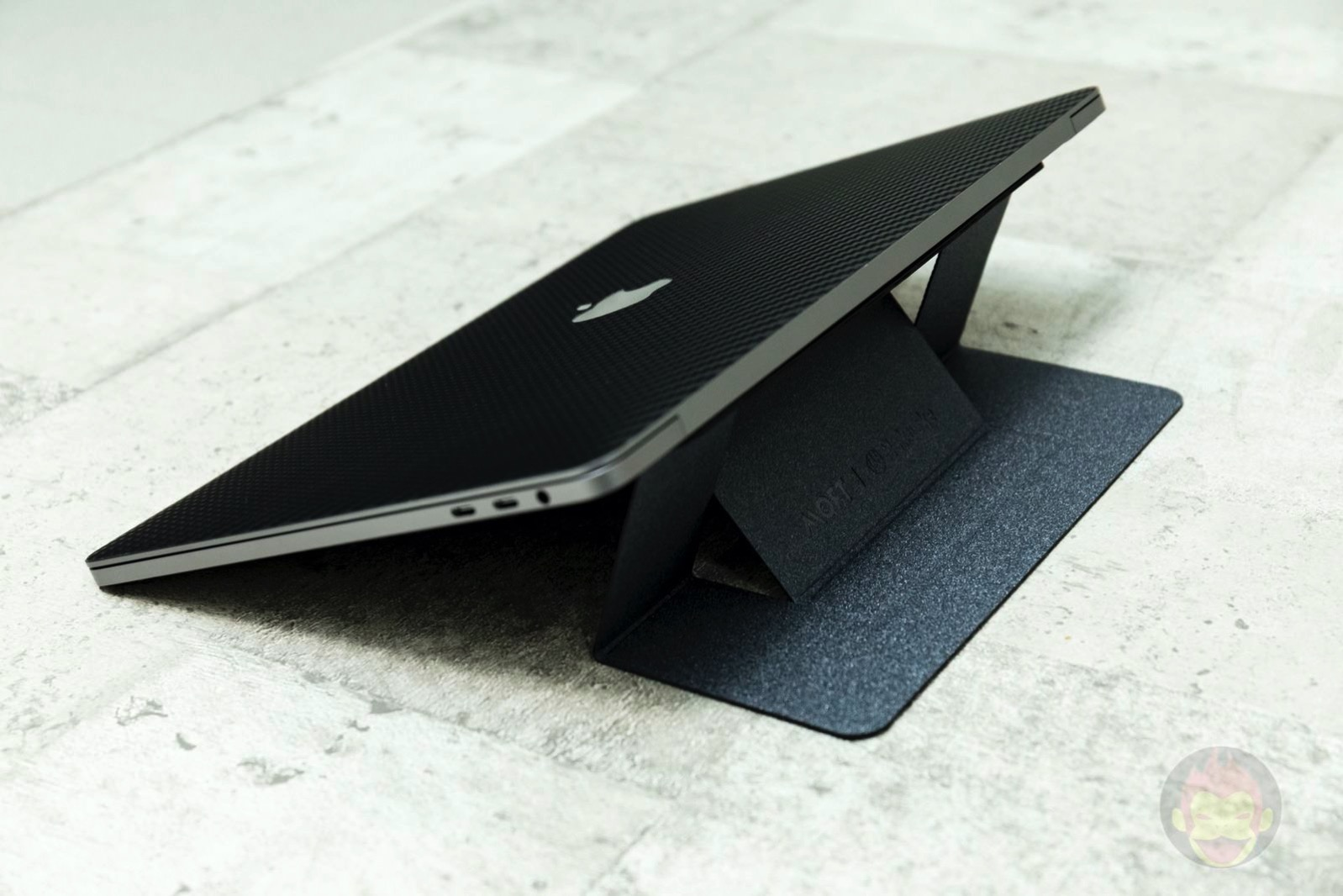 MOFT Laptop Stand review 07