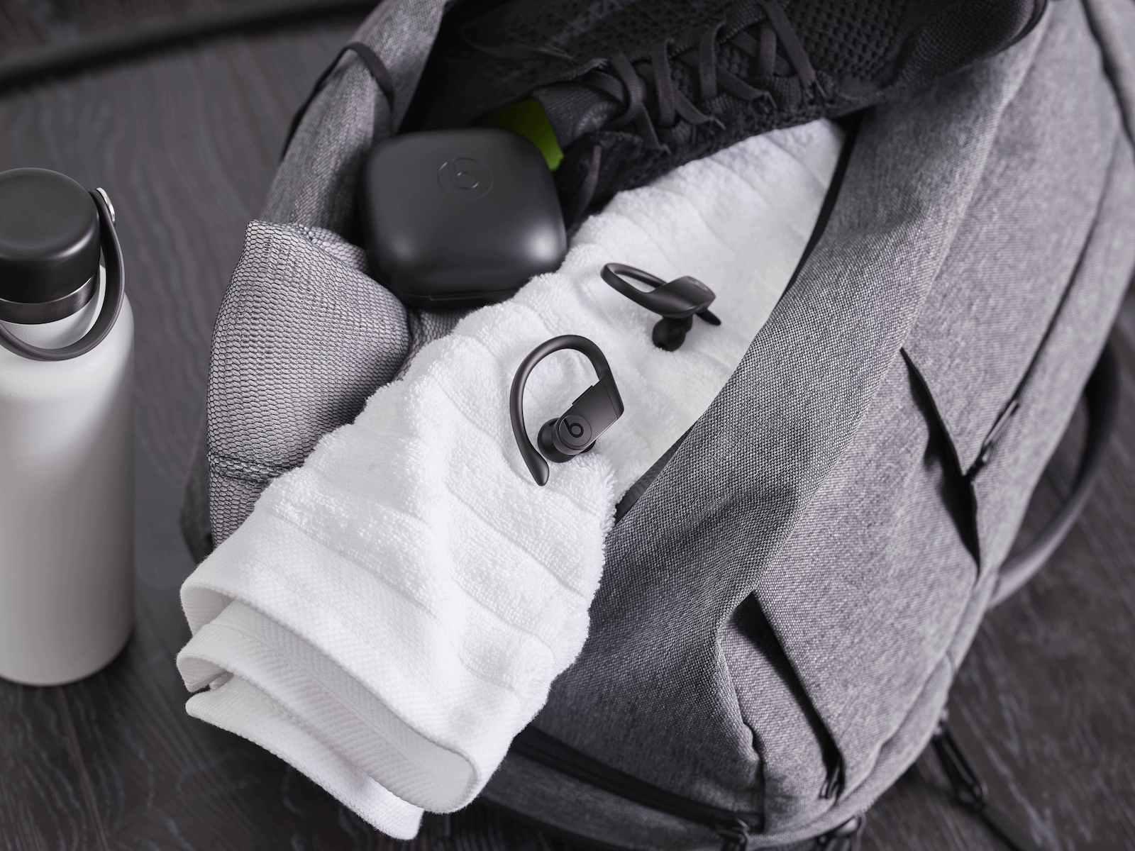 PP Lifestyle PBPRO BLK Towel 23804 R2a RGB