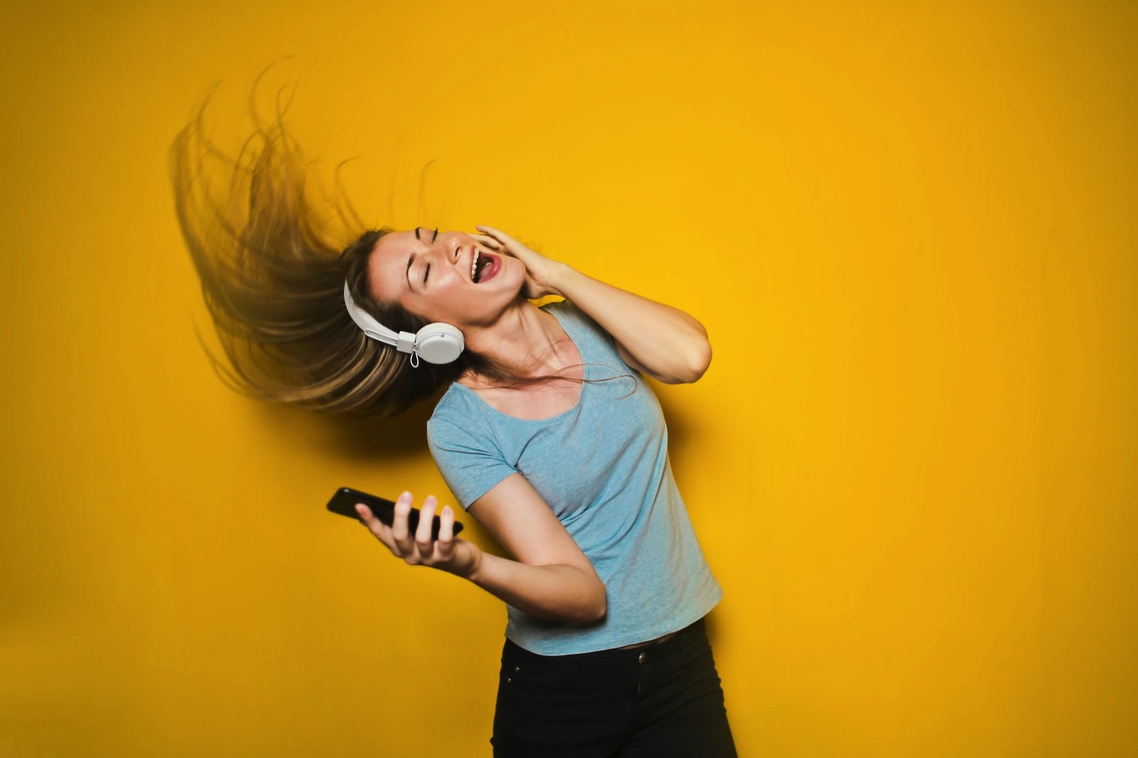 Bruce mars 558710 unsplash woman with headphones