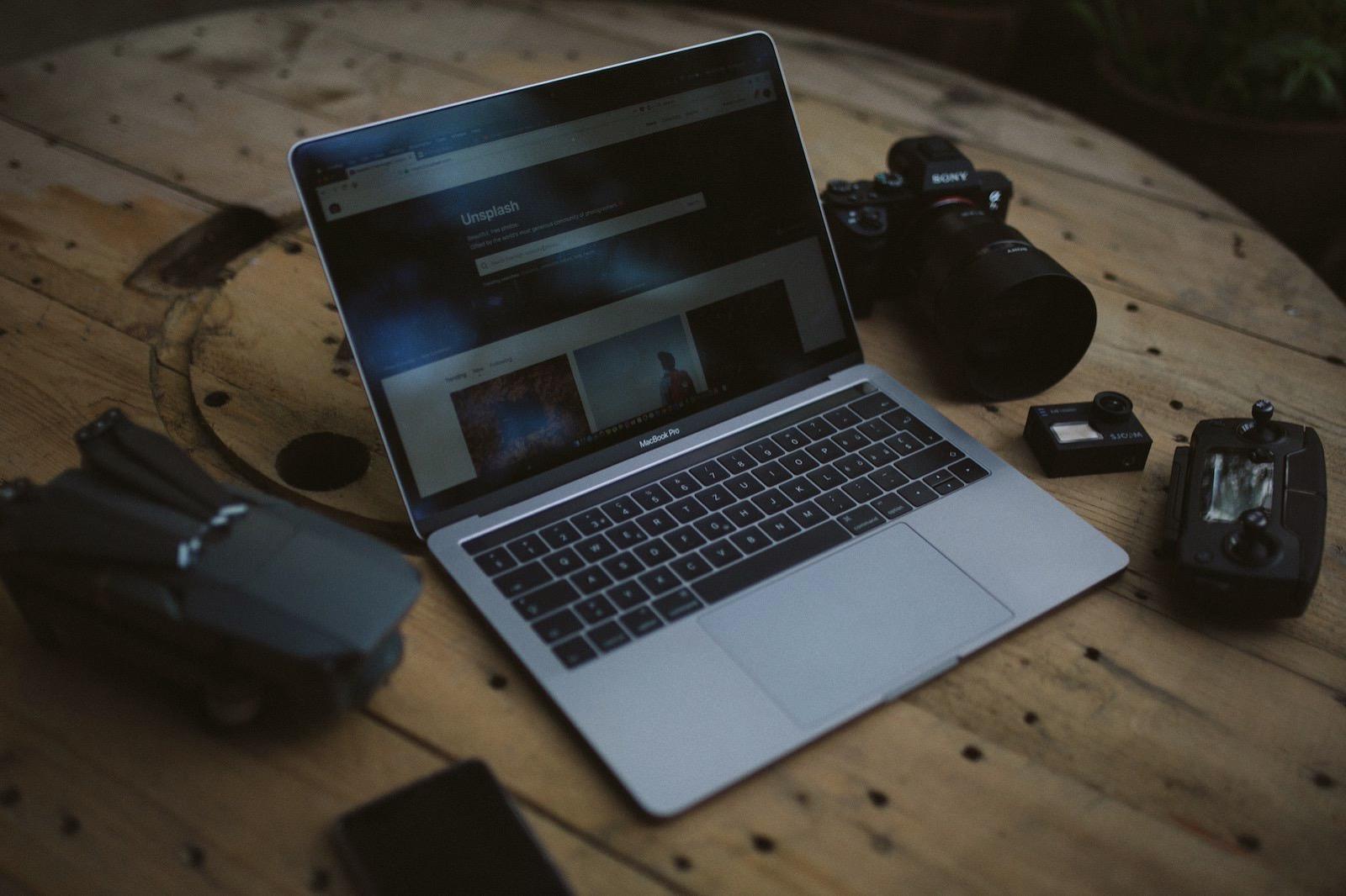 Ken suarez 654777 unsplash macbook pro with cameras