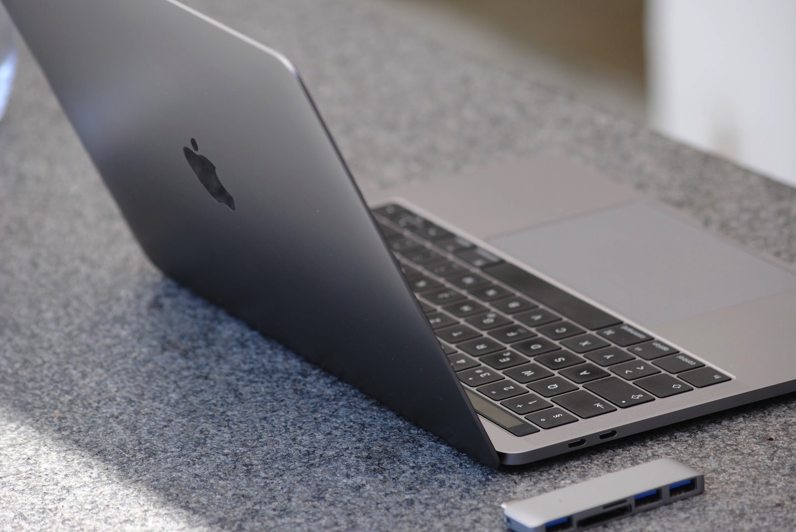 Macbook pro 2381729 1920 macbook pro