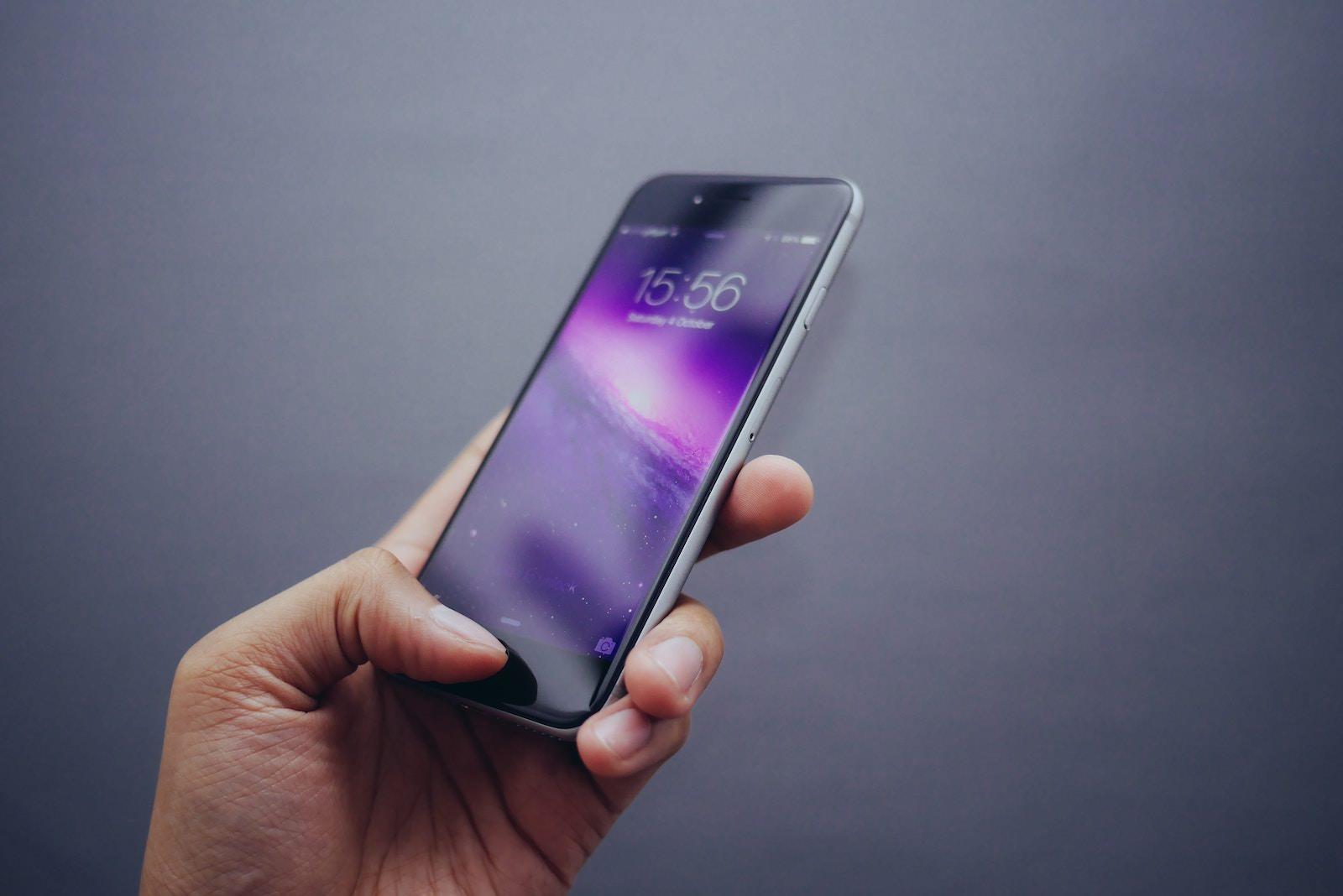 Oliur 119663 unsplash iphone